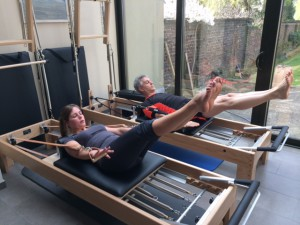 Pilates oefening op Reformer: the hundred